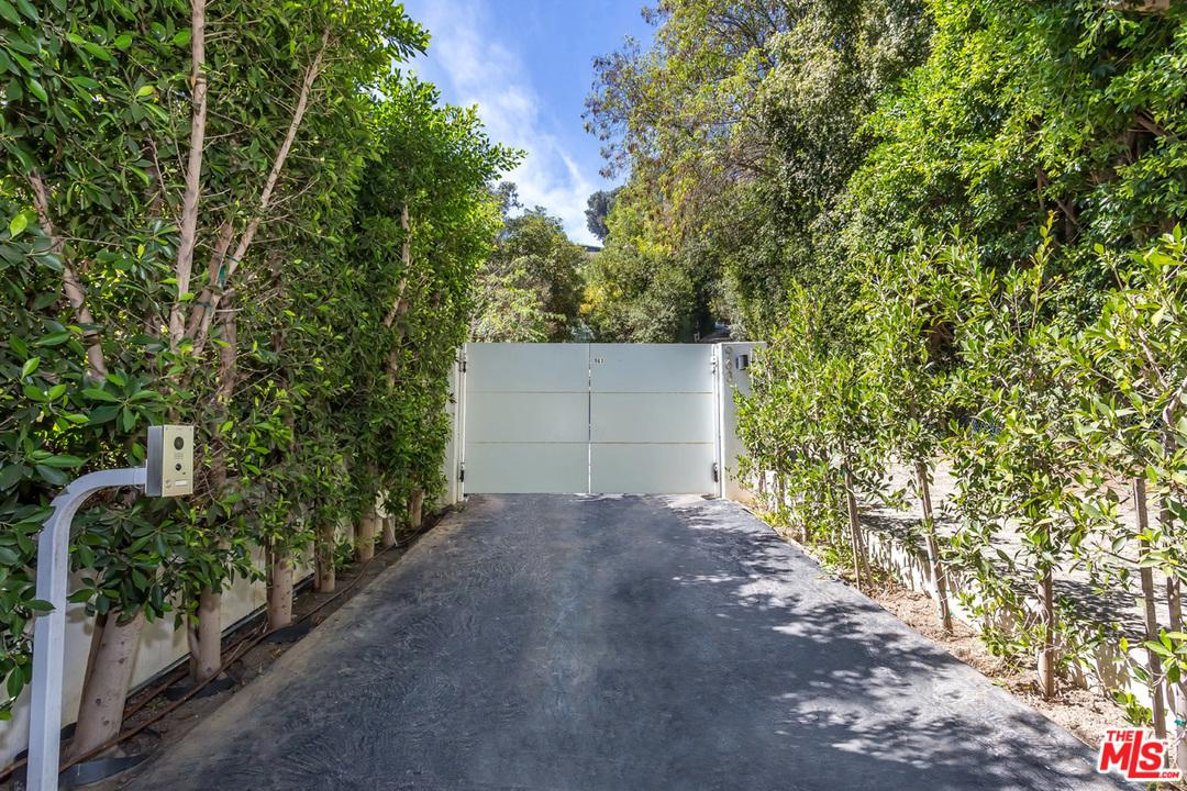 963 ROSCOMARE Road, Bel Air in Los Angeles County, CA 90077 Home for Sale