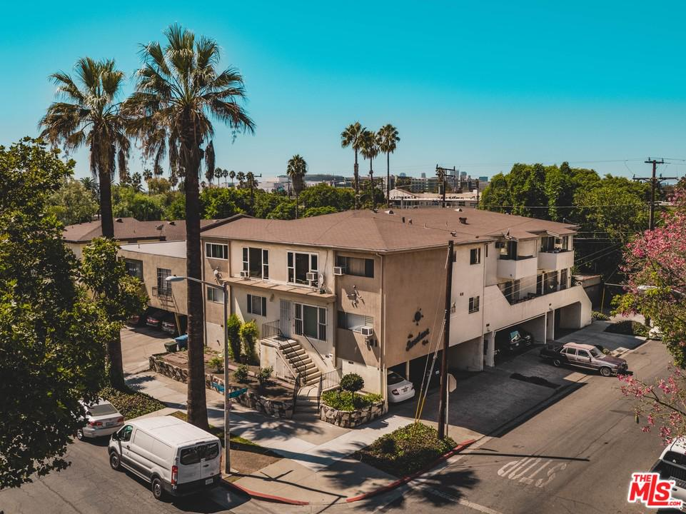 561 North Sweetzer Avenue West Hollywood, CA 90048