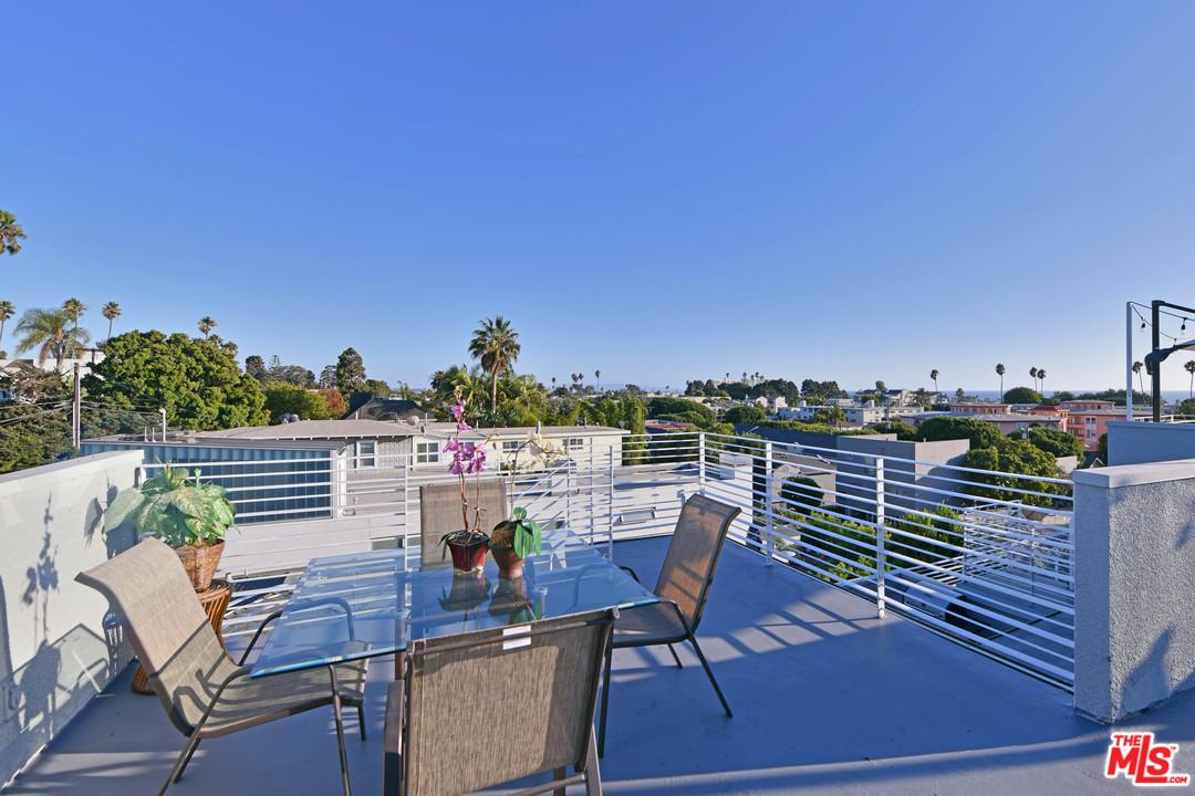 2020 6th Street Santa Monica, CA 90405