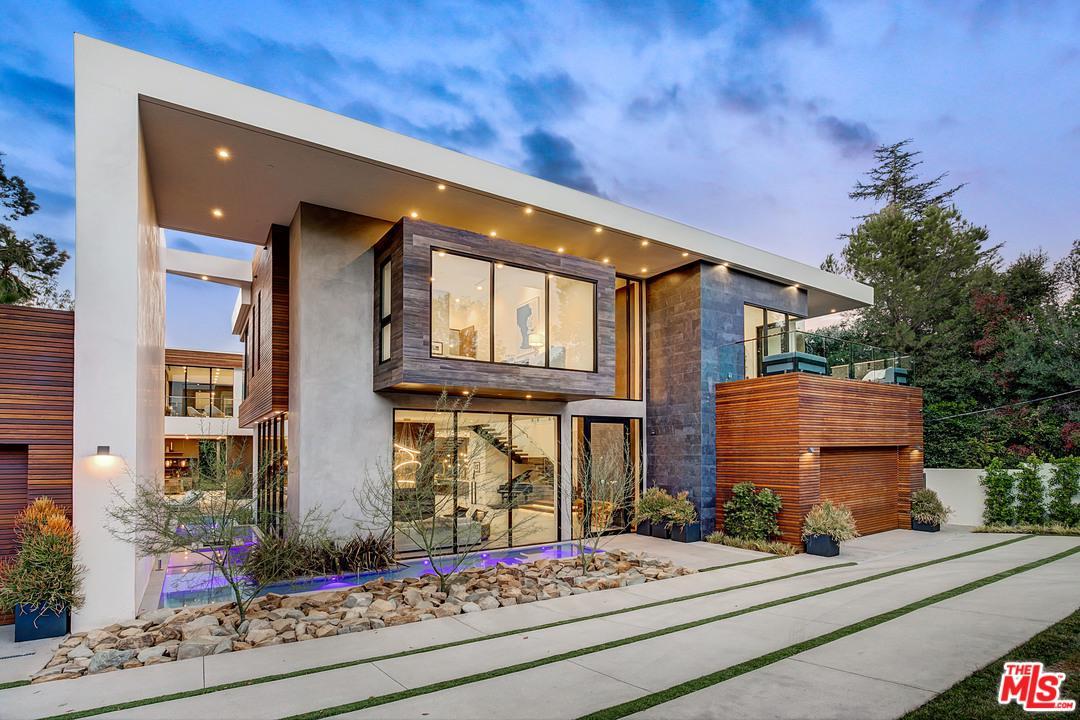16033 Valley Vista Encino, CA 91436