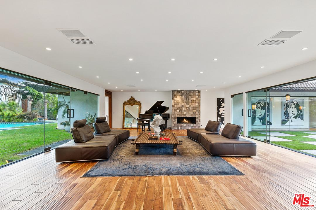 1240 LOMA VISTA Drive, Beverly Hills, California