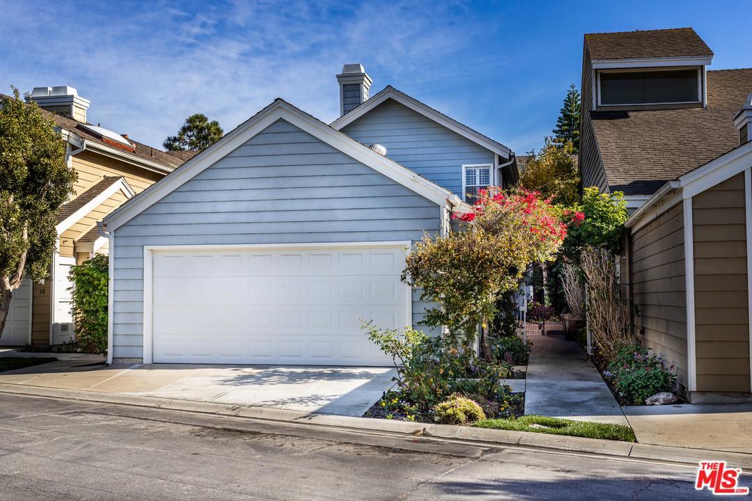 Pool property for sale at 13082 MINDANAO Way, Marina Del Rey California 90292