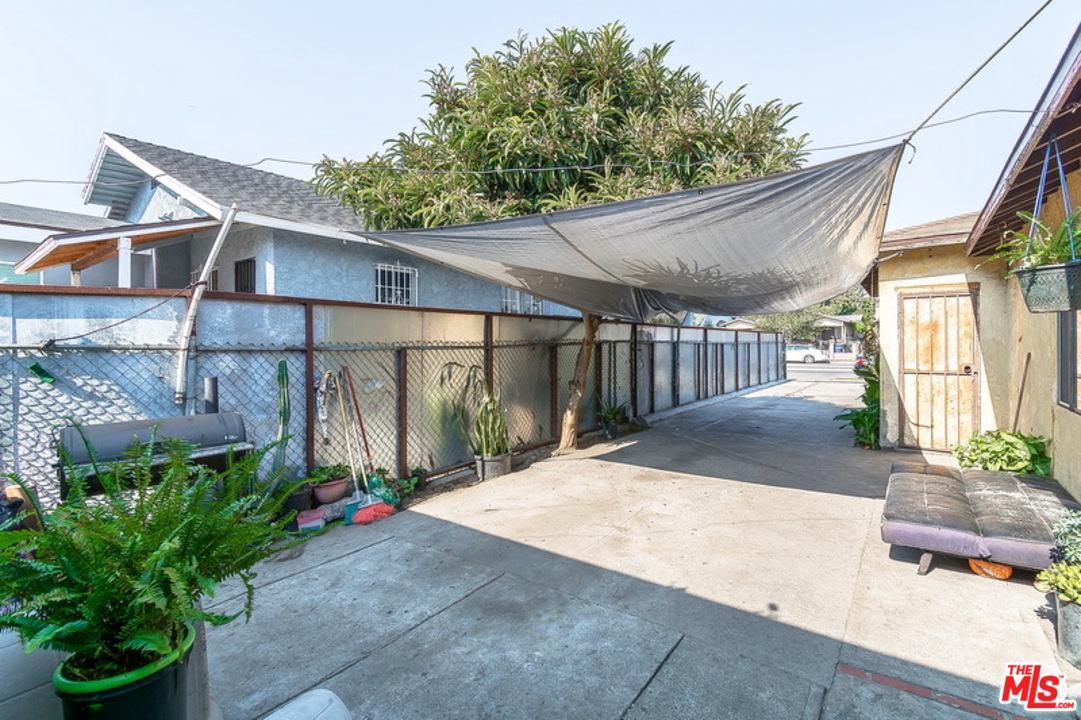 126 West Gage Avenue Los Angeles, CA 90003