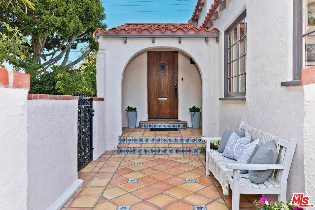 One of Single Story Santa Monica Homes for Sale at 2207 CLOVERFIELD BLVD.
