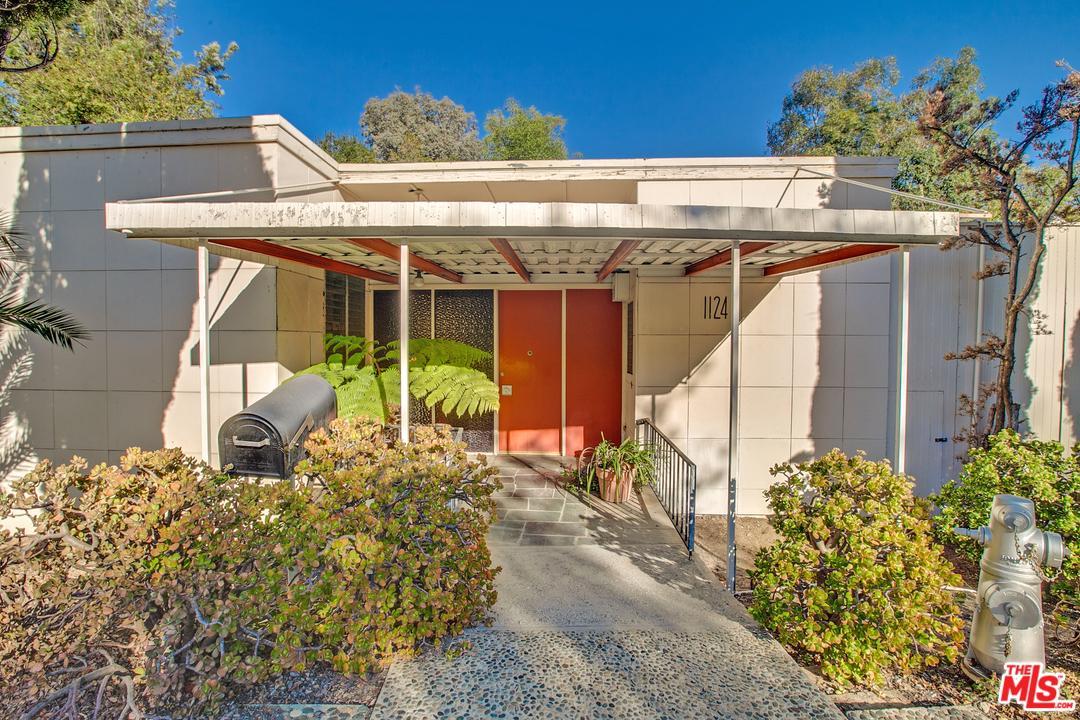 1124 SUMMIT Drive, Beverly Hills, California