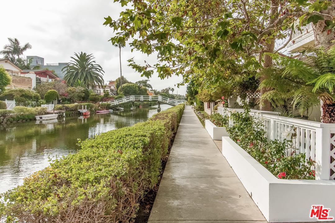 2620 Grand Canal Venice, CA 90291