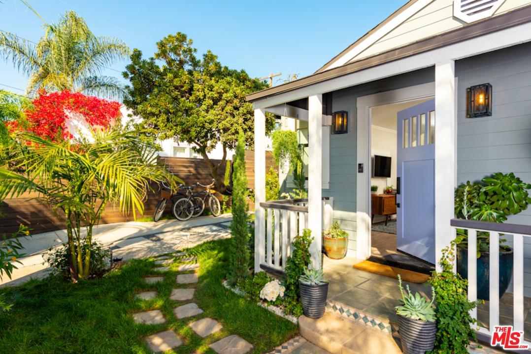 1016 Oakwood Avenue Venice, CA 90291