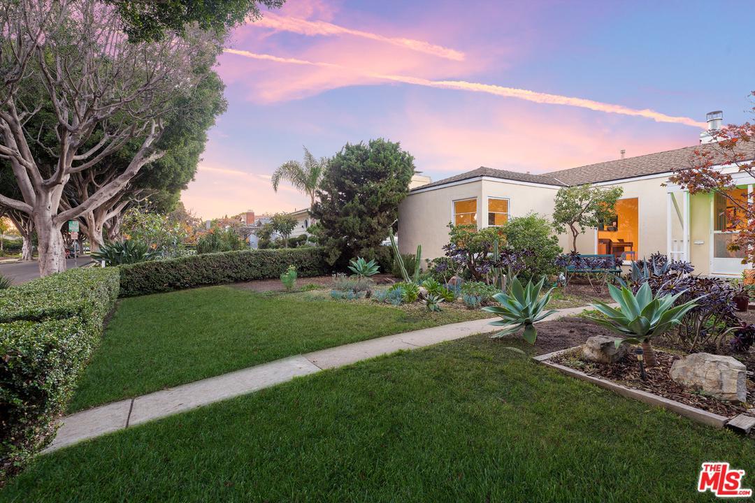 2937 Delaware Avenue Santa Monica, CA 90404