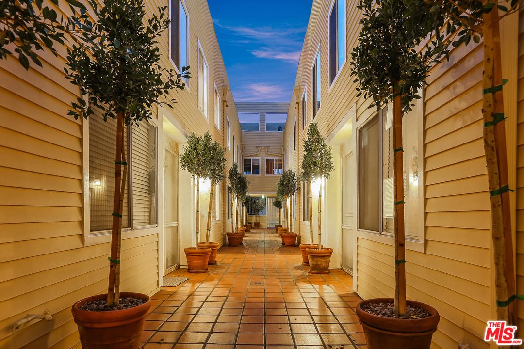 Townhome property for sale at 12727 MITCHELL Avenue, Mar Vista California 90066