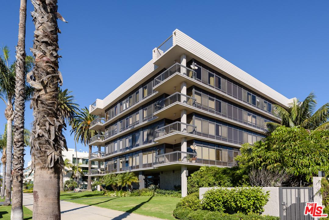 One of New Listing Santa Monica Homes for Sale at 1007 OCEAN Avenue