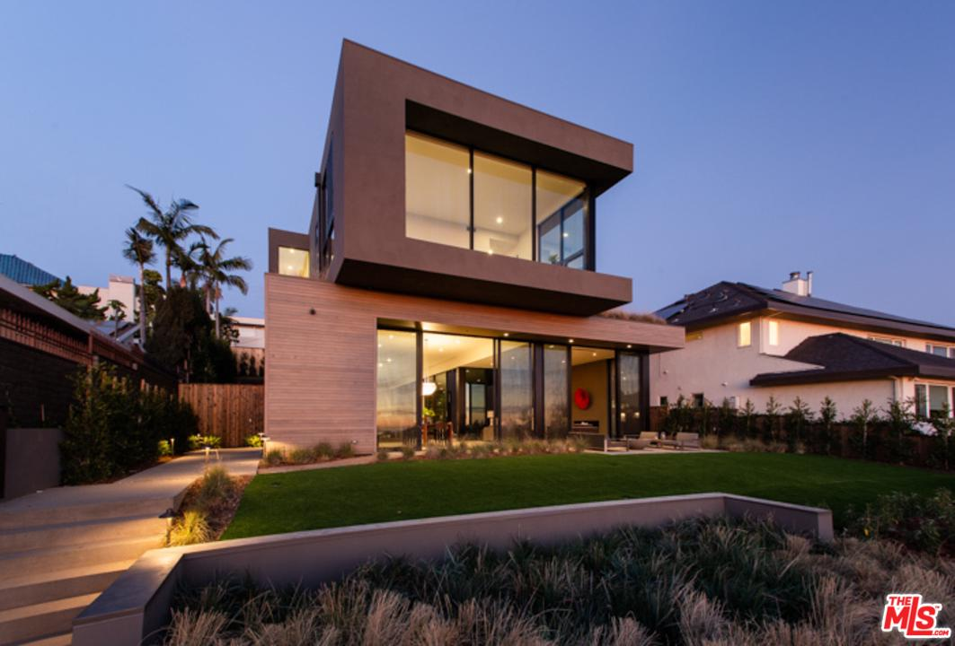 945 BERKELEY Street, one of homes for sale in Santa Monica