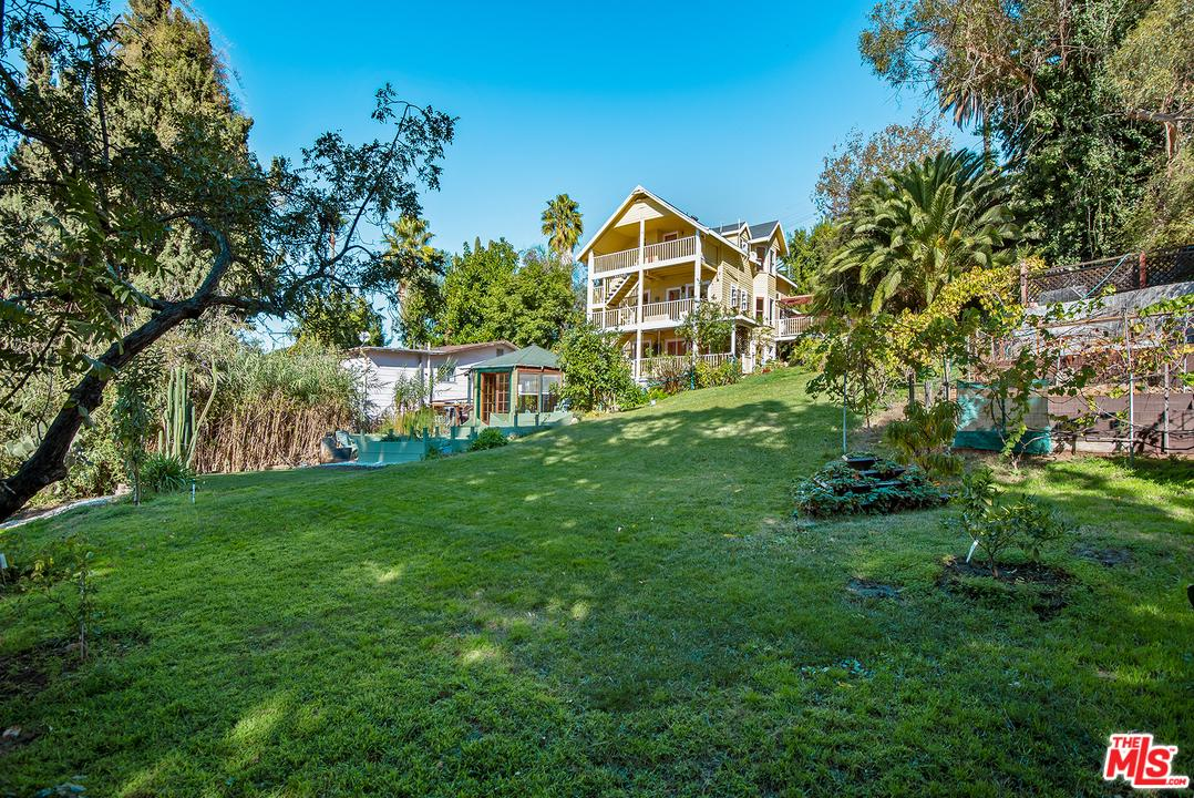 2262 Cove Avenue Los Angeles, CA 90039