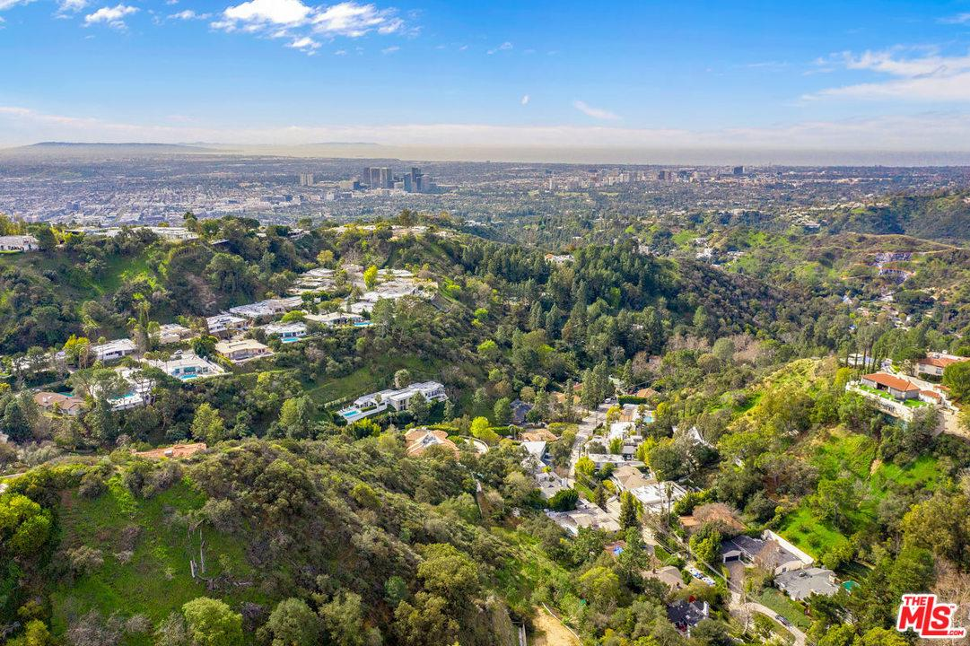 One of Beverly Hills PO Homes for Sale at 2248 BOWMONT Drive