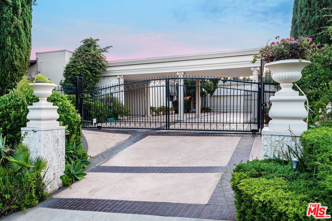 1039 WALLACE RIDGE, Beverly Hills PO, California