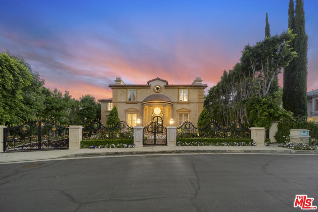 2223 QUEENSBOROUGH Lane, Beverly Glen, California