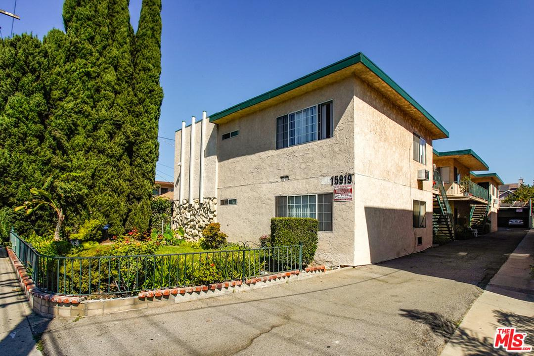 15919 VANOWEN Street, Van Nuys, California