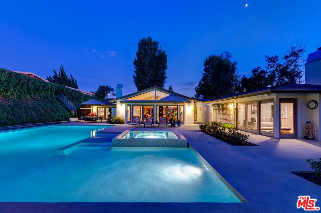 16231 MEADOWRIDGE Way, Van Nuys, California