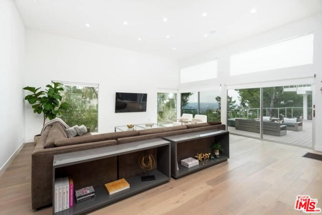 2600 CARMAN CREST Drive, Hollywood Hills in Los Angeles County, CA 90068 Home for Sale