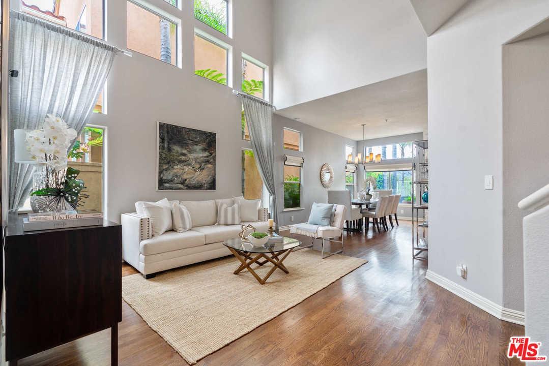 909 CALLE LA PRIMAVERA, Glendale in Los Angeles County, CA 91208 Home for Sale