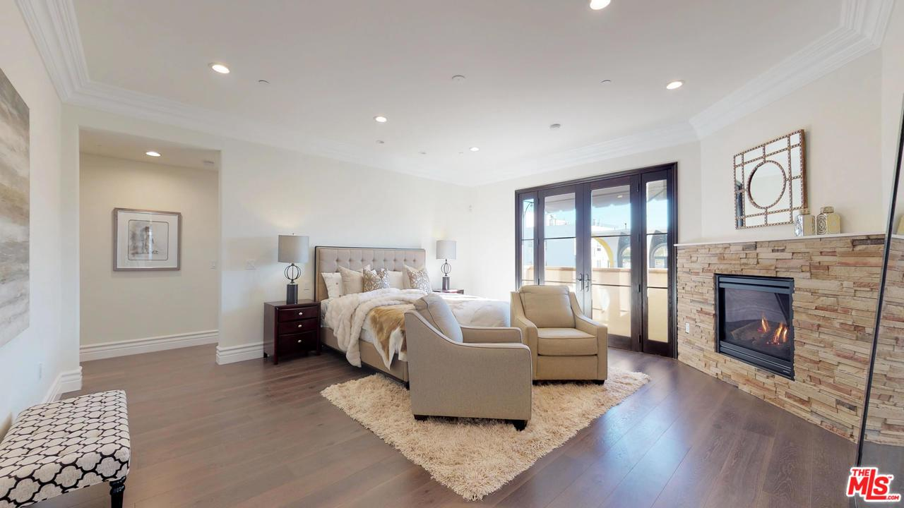 462 South MAPLE Drive, one of homes for sale in Beverly Hills