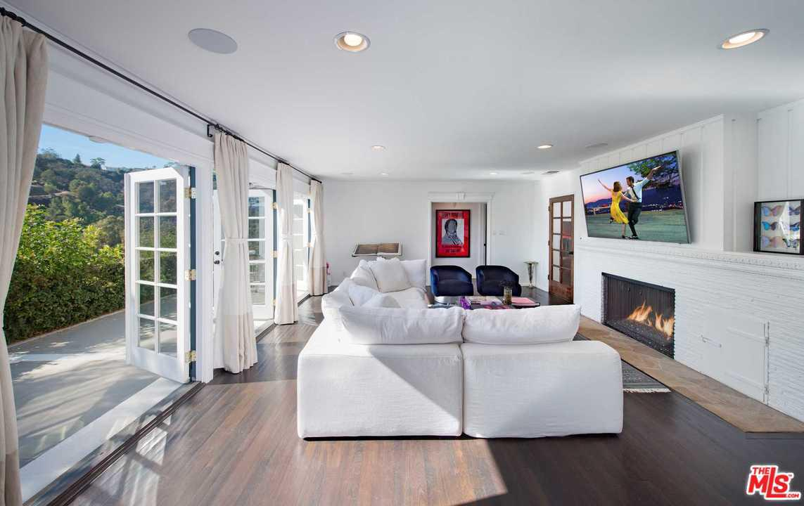 2828 BENEDICT CANYON Drive, Beverly Hills, California