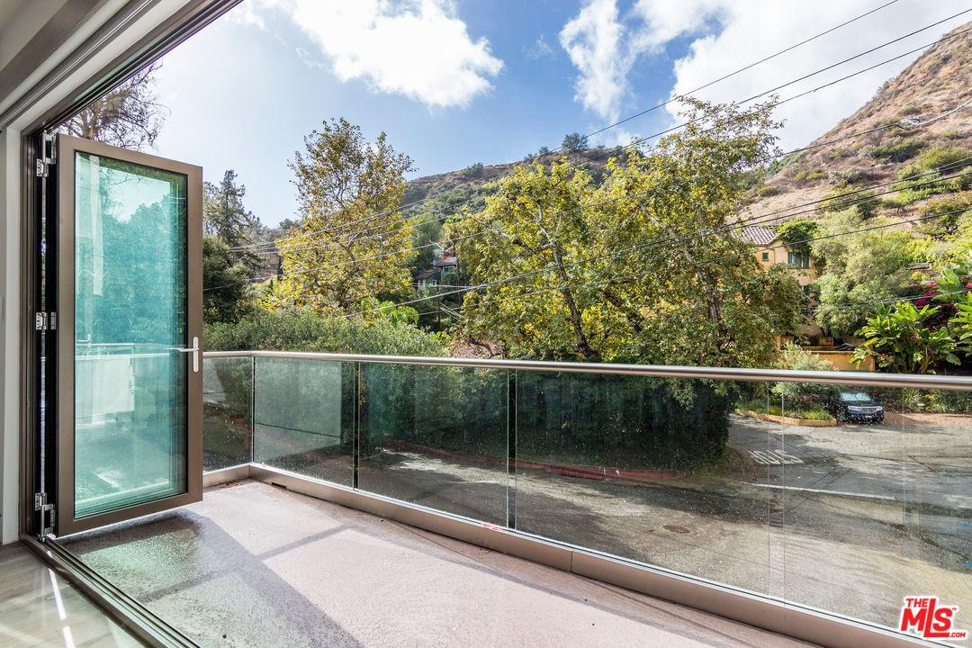 2444 HOLLY Drive, Hollywood Hills, California