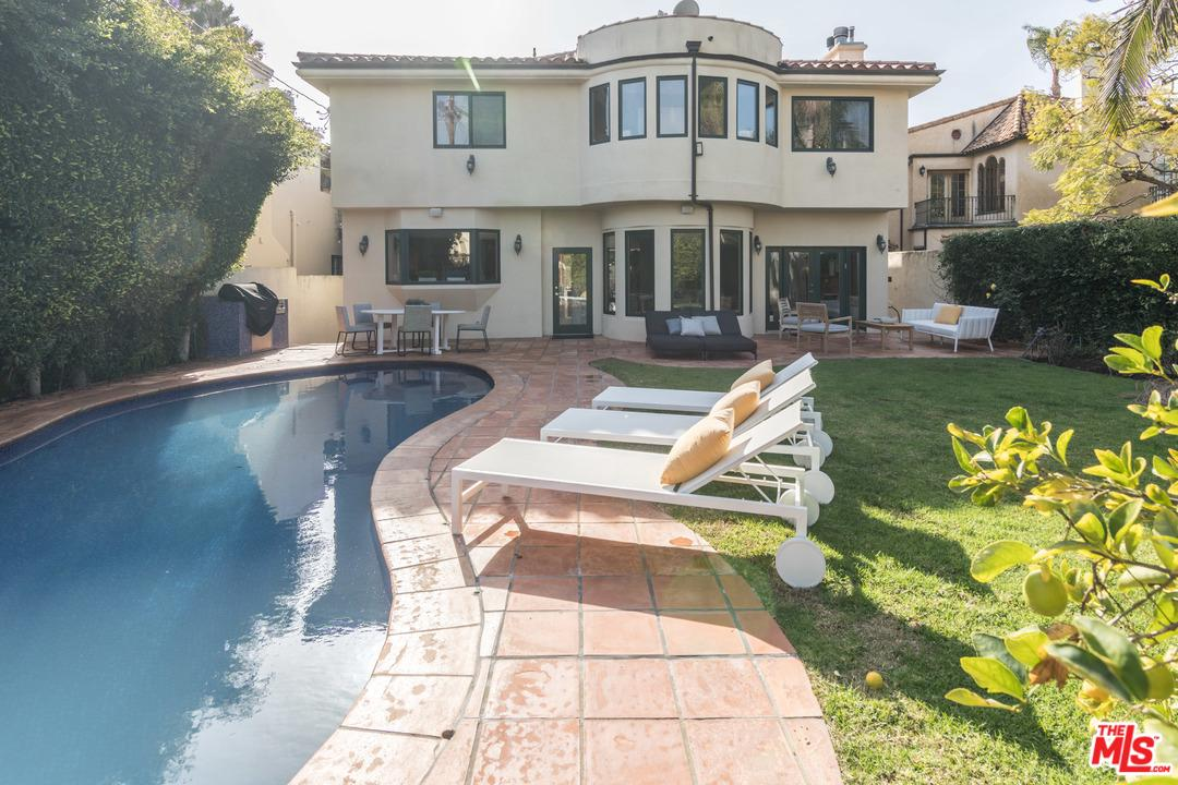 One of Pool Santa Monica Homes for Sale at 633 12TH Street