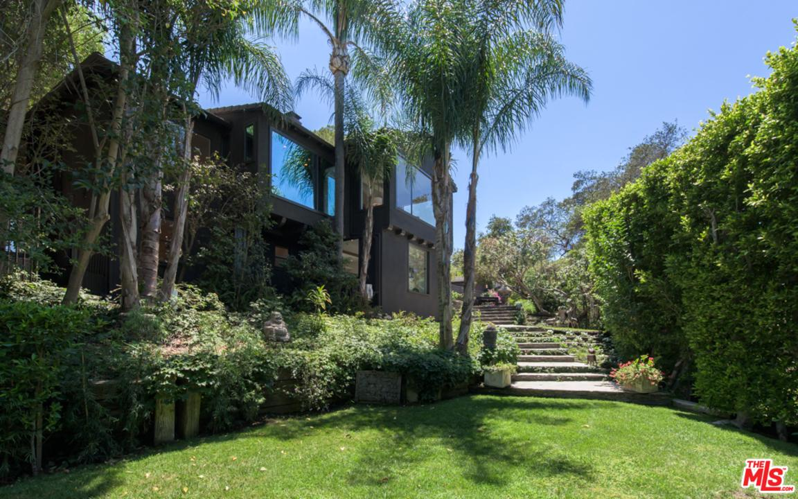 3274 Coldwater Canyon Avenue Studio City, CA 91604