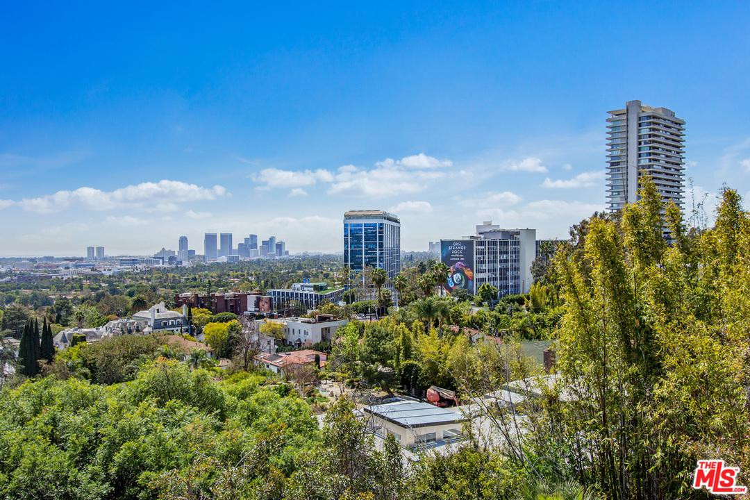 9056 St Ives Drive Los Angeles, CA 90069