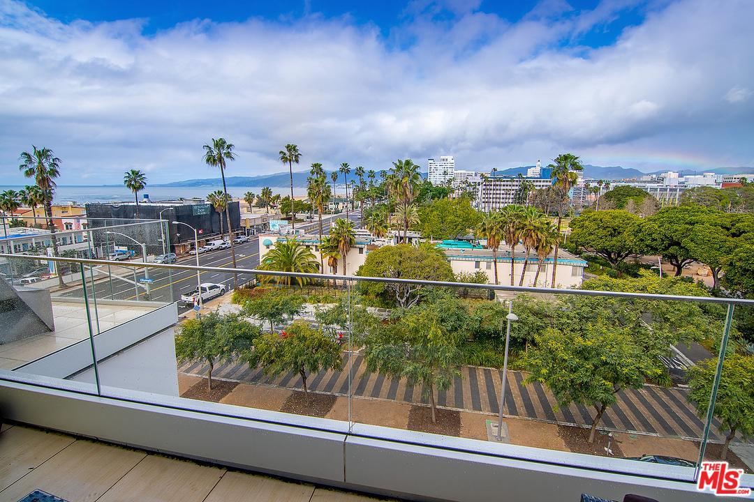 1705 Ocean Avenue Santa Monica, CA 90401