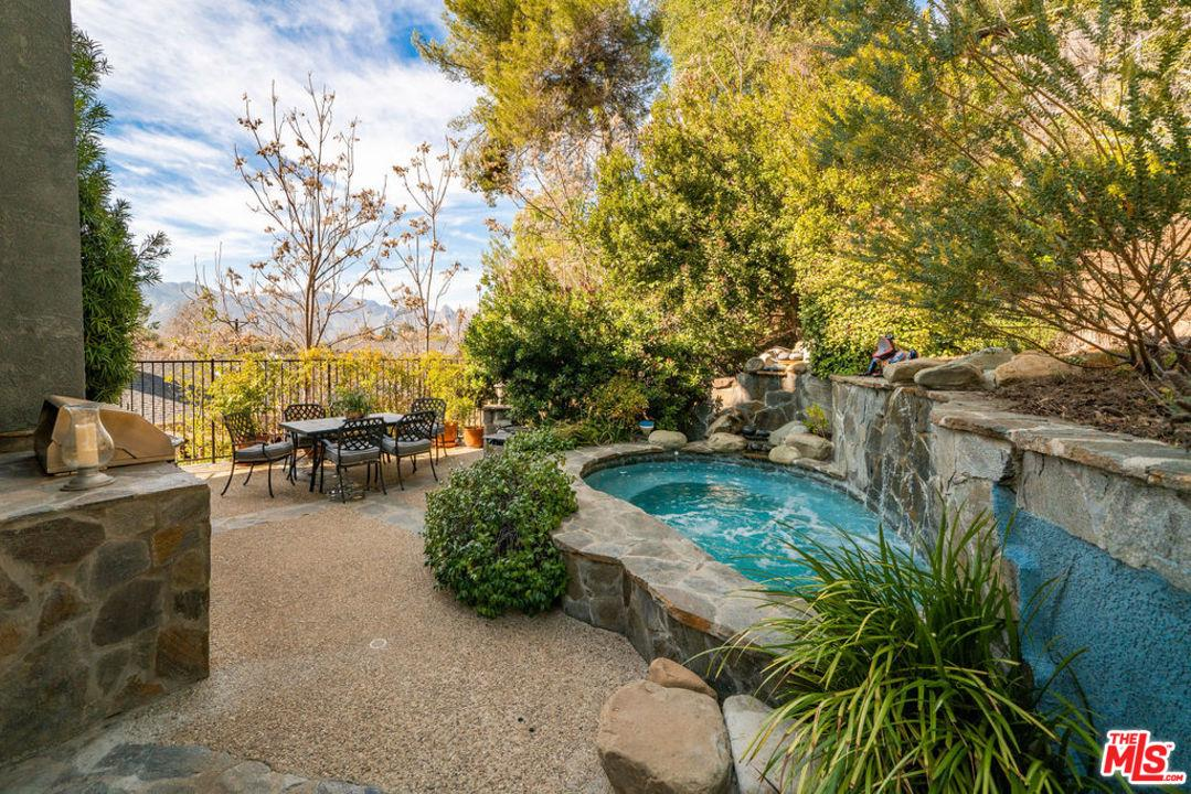25601 HUCKLEBERRY Drive, Calabasas, California