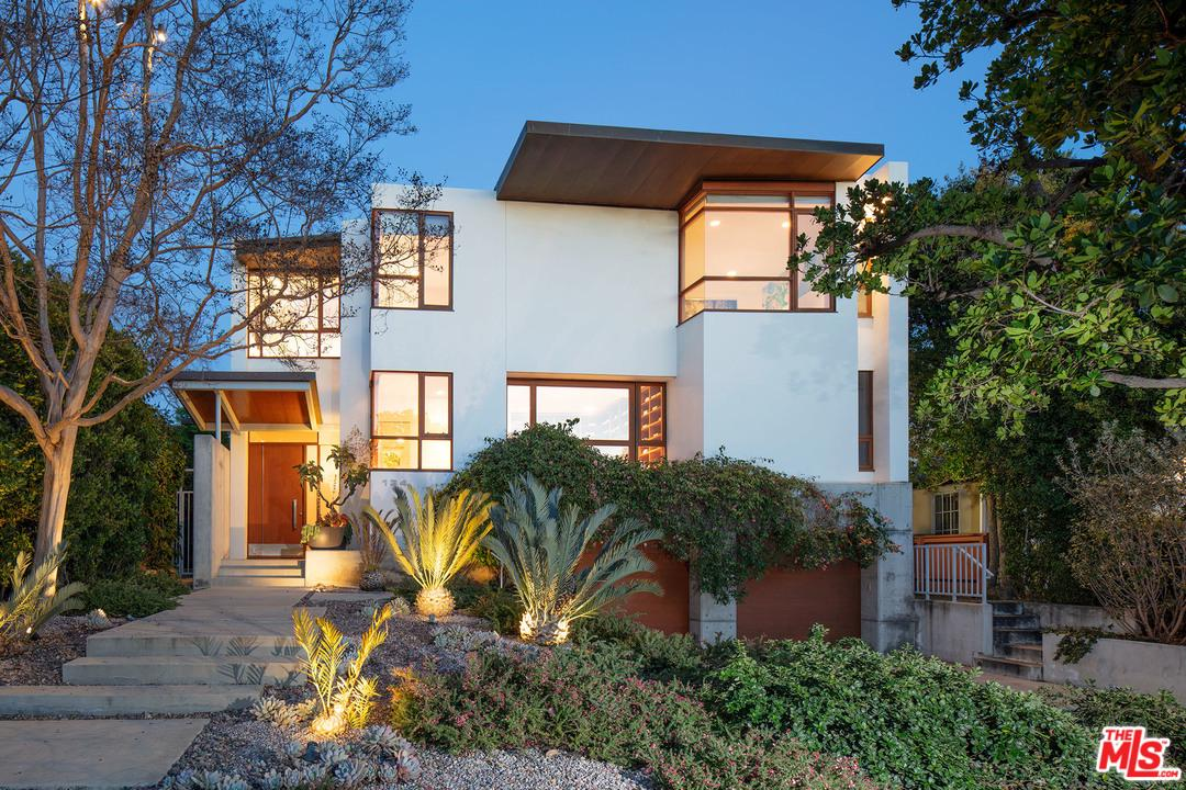 134 South Anita Avenue Los Angeles, CA 90049