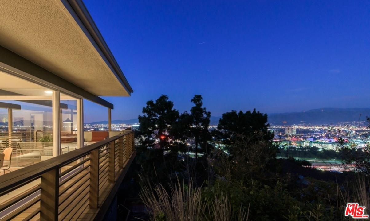 3512 Multiview Drive Los Angeles, CA 90068