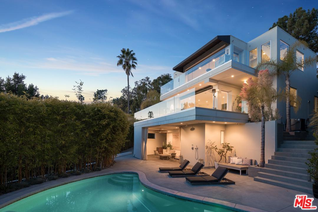 1271 St Ives Place Los Angeles, CA 90069