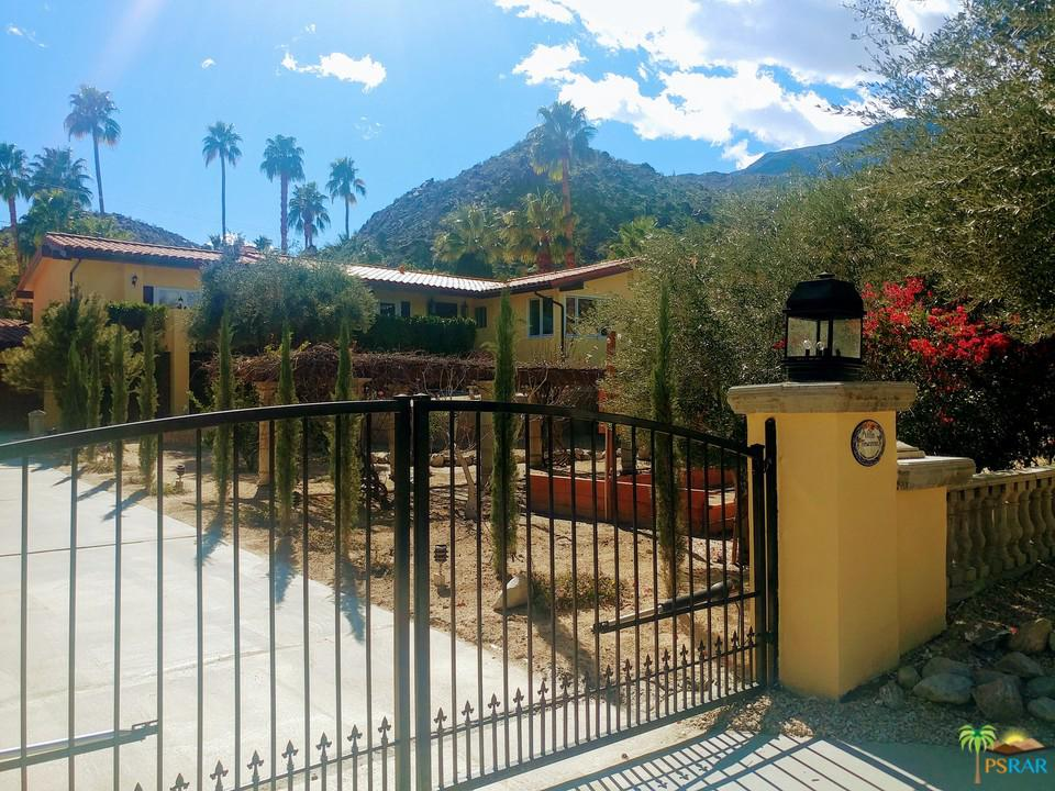 213 West Camino Descanso Palm Springs, CA 92264