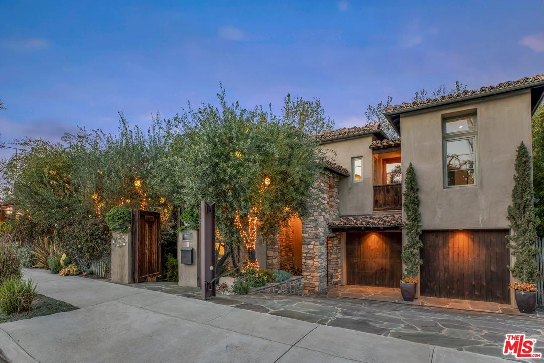 990 South Carmelina Avenue Los Angeles, CA 90049