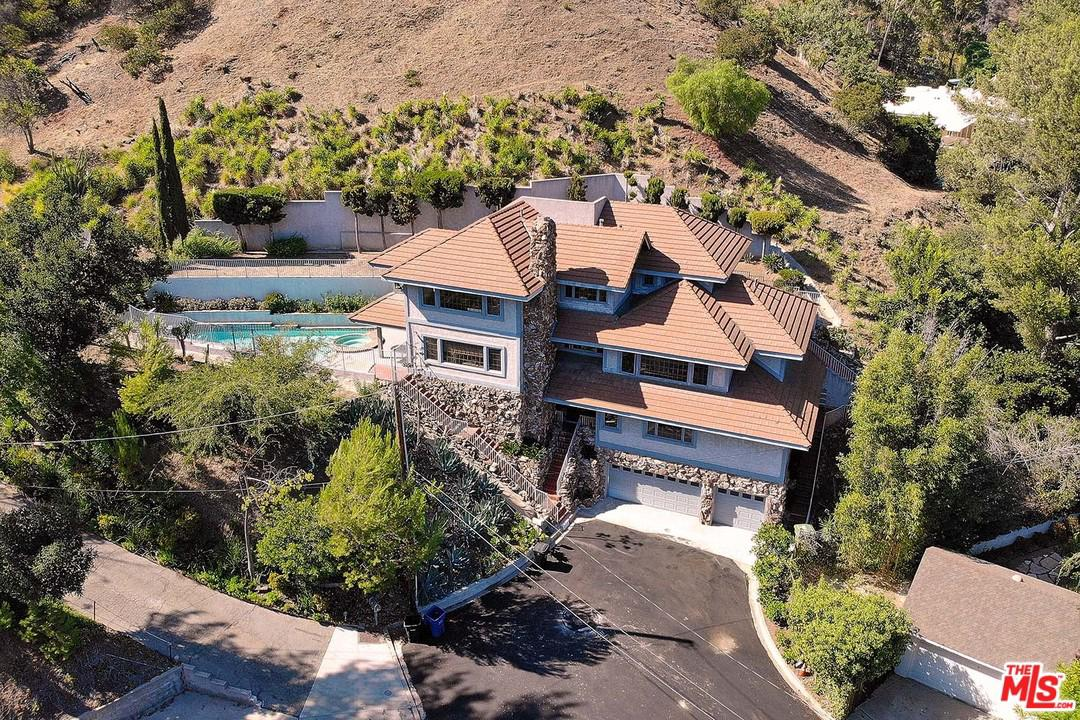 9819 CURWOOD Place, Beverly Hills, California
