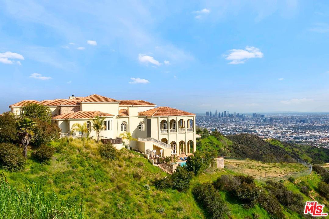 2462 Solar Drive Los Angeles, CA 90046
