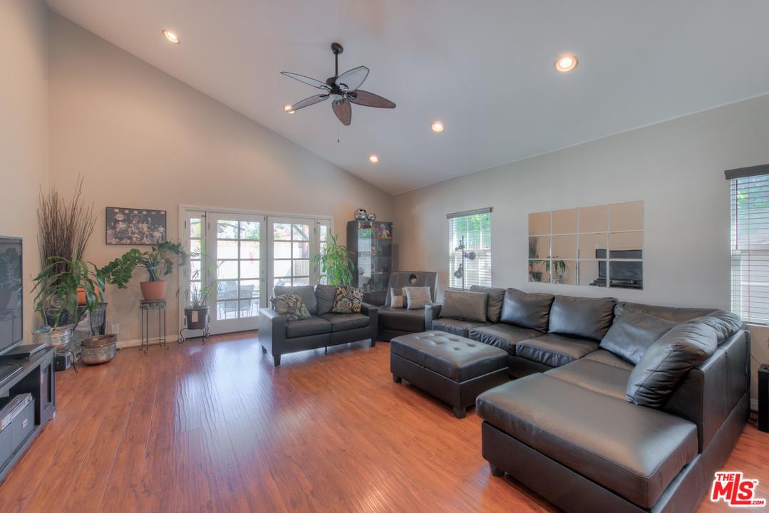 17653 Haynes Street Lake Balboa, CA 91406