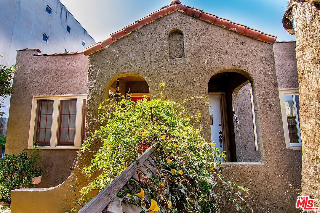 1207 North Citrus Avenue Los Angeles, CA 90038