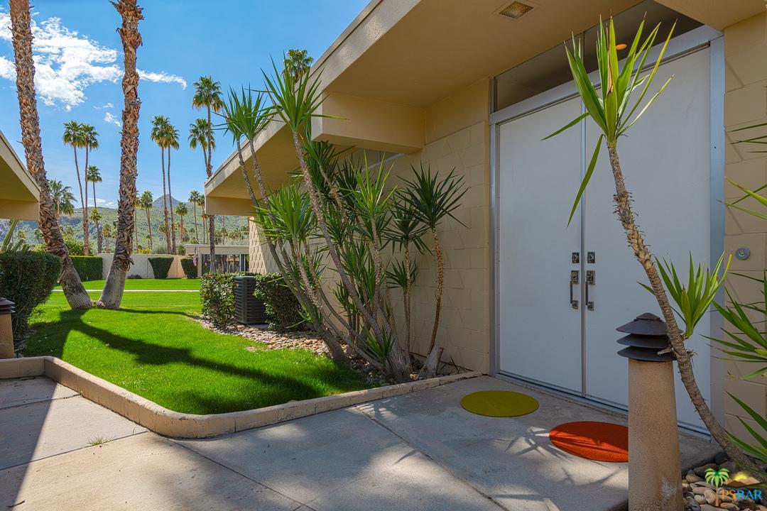 207 Desert Lakes Drive Palm Springs, CA 92264