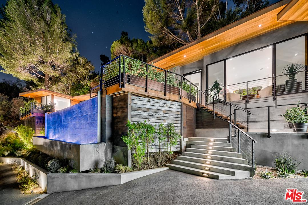 One of Bel Air 4 Bedroom Homes for Sale at 727 North BEVERLY GLEN