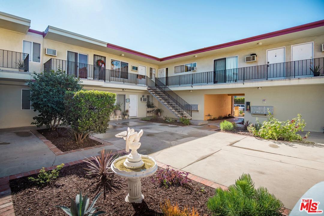 6843 Gentry Avenue North Hollywood, CA 91605