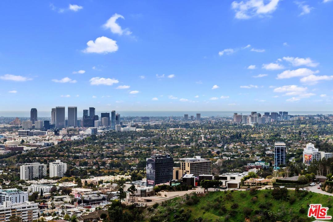 8698 Franklin Avenue Los Angeles, CA 90069