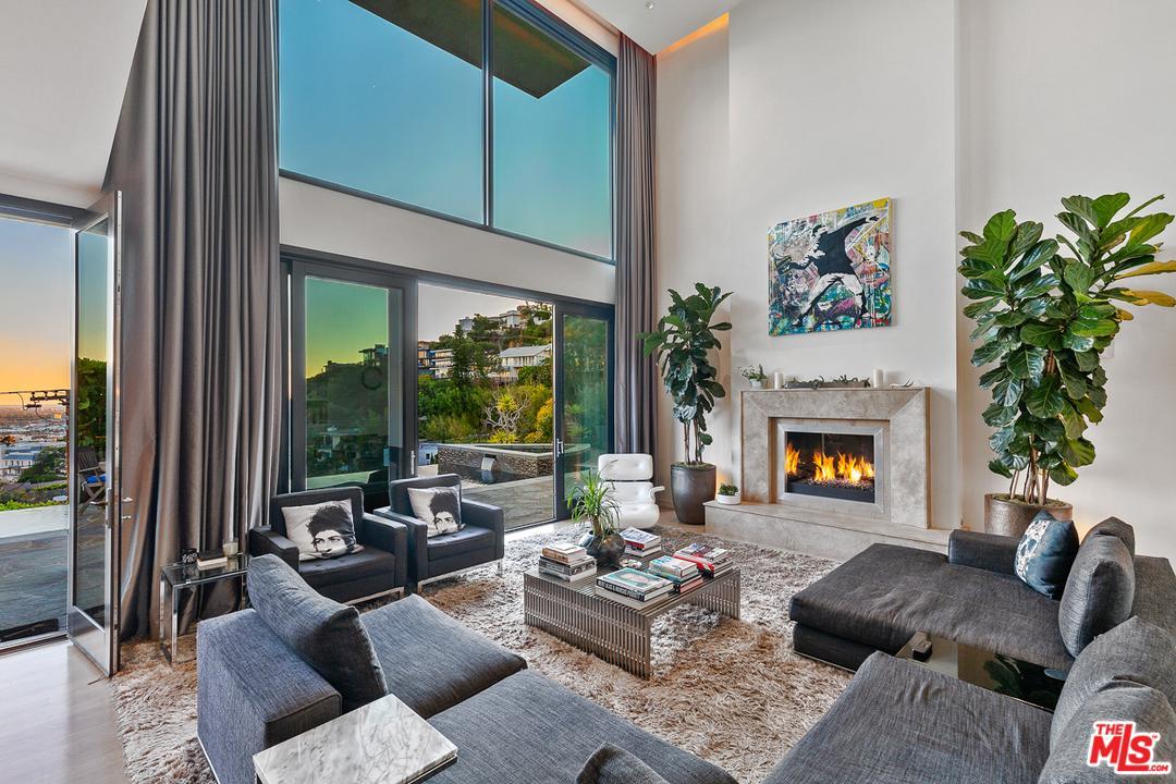 1573 Sunset Plaza Drive Los Angeles, CA 90069