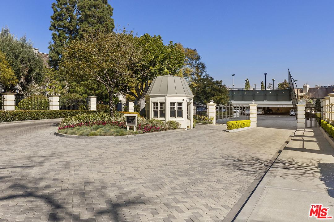 2220 AVENUE OF THE STARS - photo 35