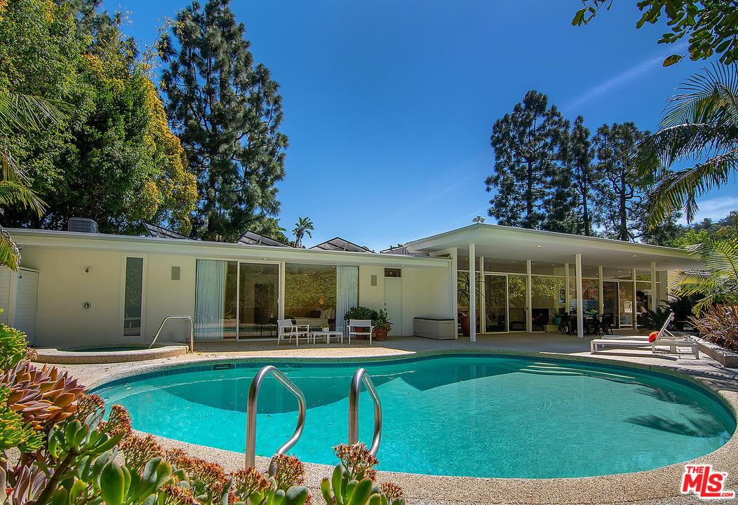 3301 Longridge Terrace Sherman Oaks, CA 91423
