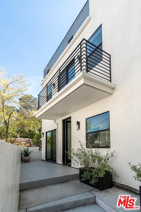 6154 Glen Alder Street Los Angeles, CA 90068