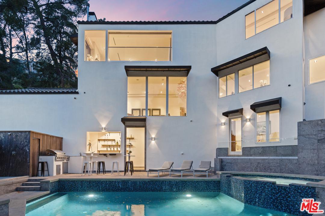 1650 Sunset Plaza Drive Los Angeles, CA 90069