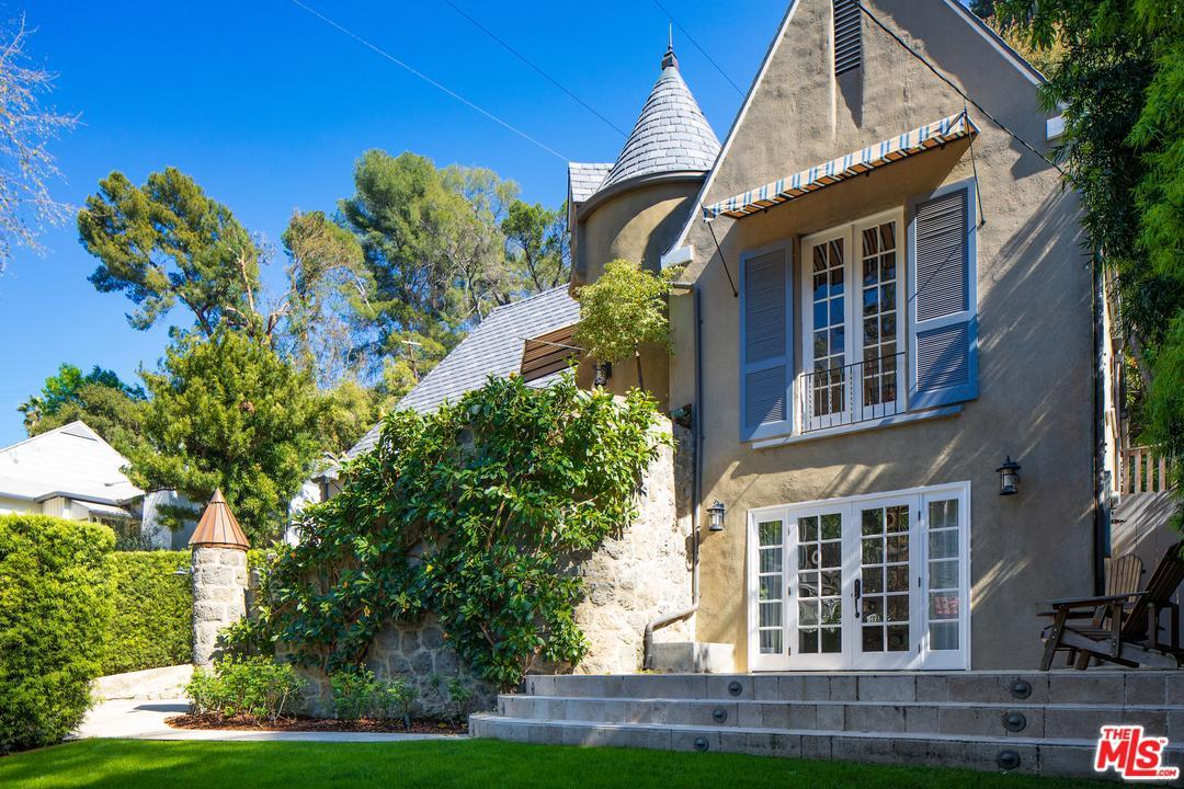 2910 North BEACHWOOD Drive, Hollywood Hills, California